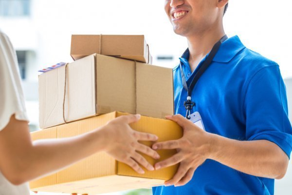depositphotos_90931598-stock-photo-woman-accepting-a-delivery-of.jpg